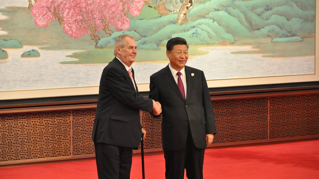 Prezident České republiky Miloš Zeman a jeho čínský protějšek Si Ťin-pching v Šanghaji.