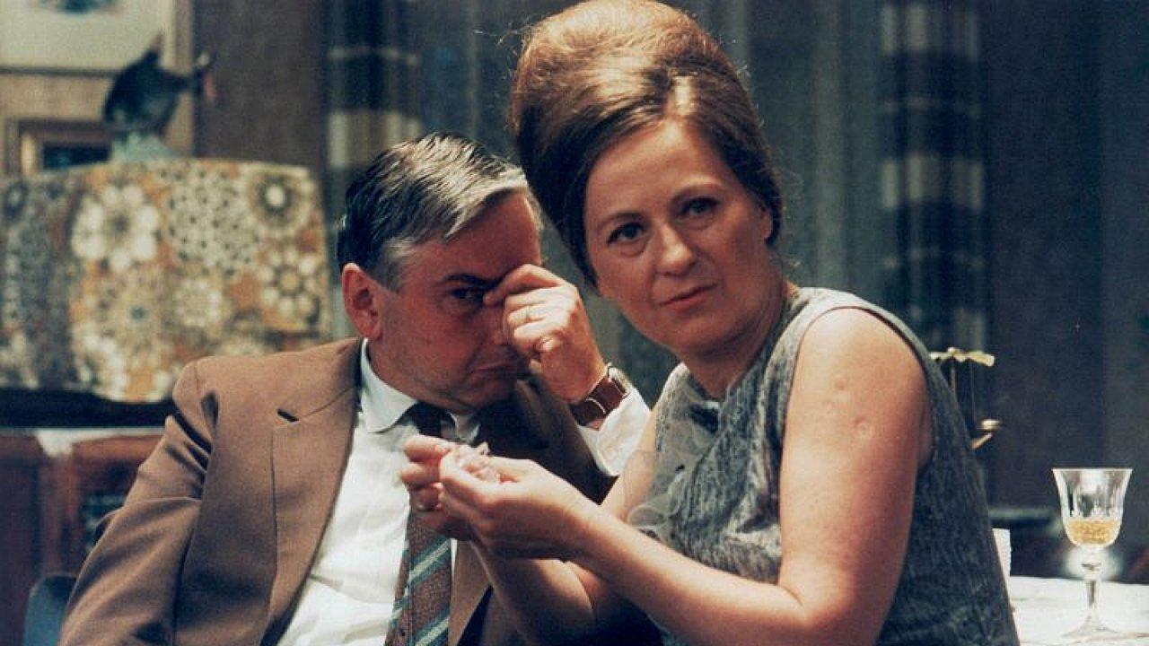 Simona Stašová a Miroslav Donutil ve filmu Pelíšky.