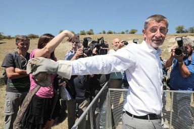Ukažte nám sysla. Novináři vyzývali Andreje Babiše, aby spolním hlodavcem pózoval.