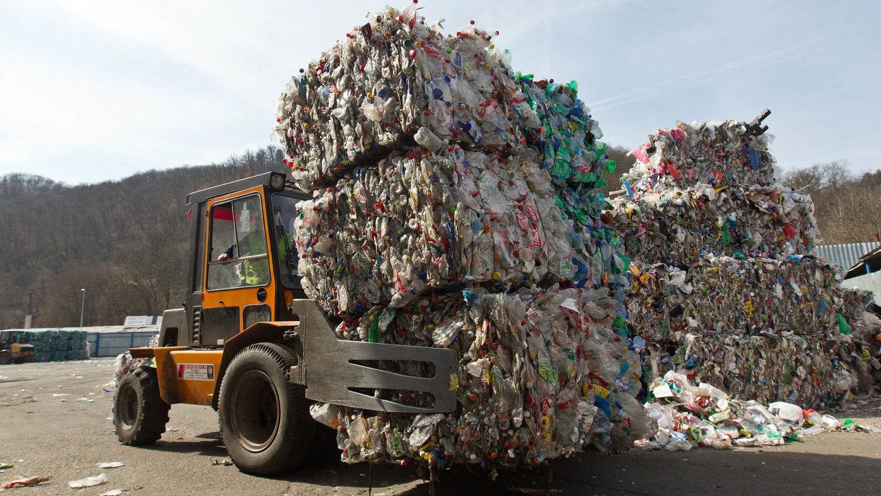 Kam to dát? Produkce plastů už několik desetiletí rychle roste, vEvropě se recykluje méně než třetina plastového odpadu.