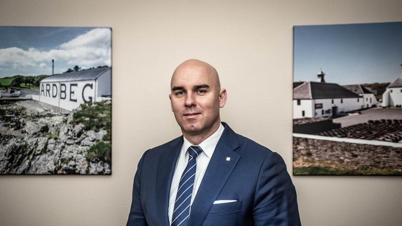 Martin Kovář byl jedním ze čtyř zemských ředitelů Fincentra. Dnes opracuje pro konkurenční skupinu Broker Trust.