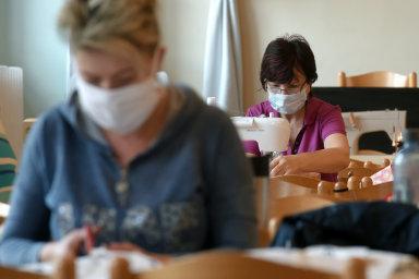 Svaz průmyslu a dopravy doporučuje, aby byli zaměstnanci na pracovištích vybaveni ochrannými pomůckami. - Ilustrační foto.