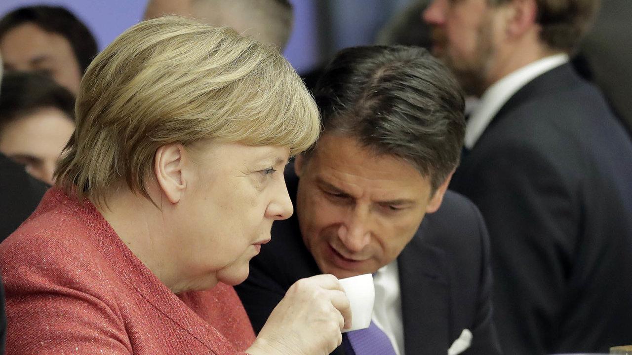 Recept navítězství? Angela Merkelová aGiuseppe Conte nakoronavirové krizi zatím vydělávají, popularita jim roste. Vyhráno ale budou mít, až překonají ekonomickou krizi.