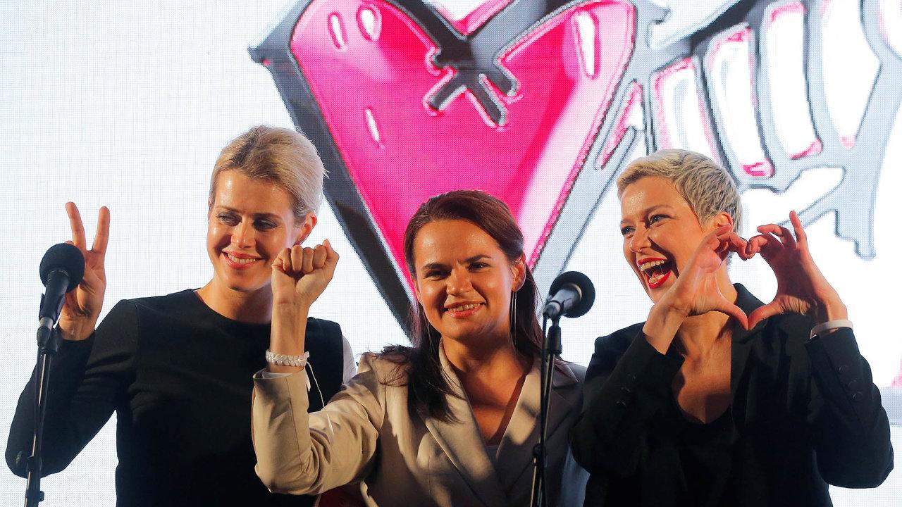 Věříme, můžeme, zvítězíme. Heslo tří žen. Zleva Veronika Cepkalová, uprostřed kandidátka Svjatlana Cichanouská avpravo Marie Kolesnikovová.