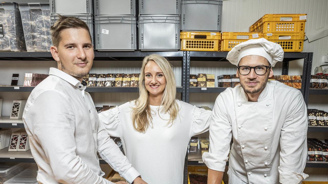 Výroba čokolády je pořádně velká dřina, říkají majitelé čokoládovny Janek Václav Durďák, Aneta Durďáková aVlastimil Urbanec.
