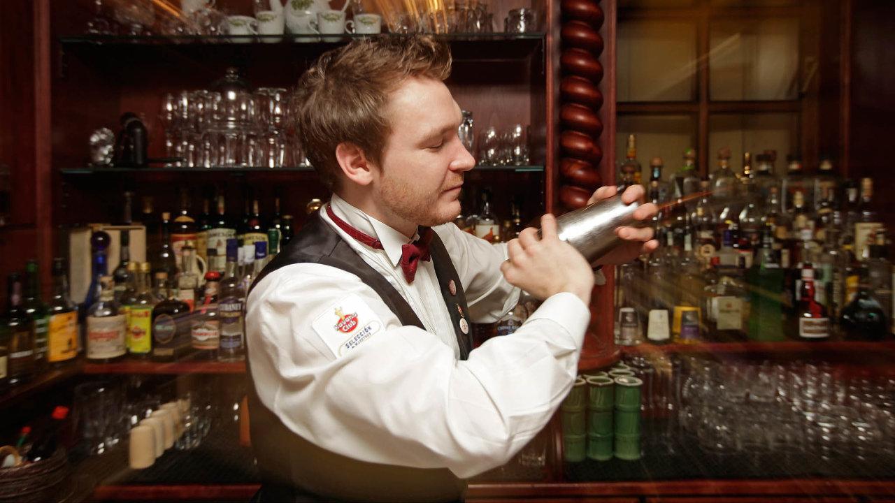 Zákaznická výměna. Bar La Casa de la Havana vieja vpražské Opatovické ulici byl závislý nacizincích, nyní láká Čechy.