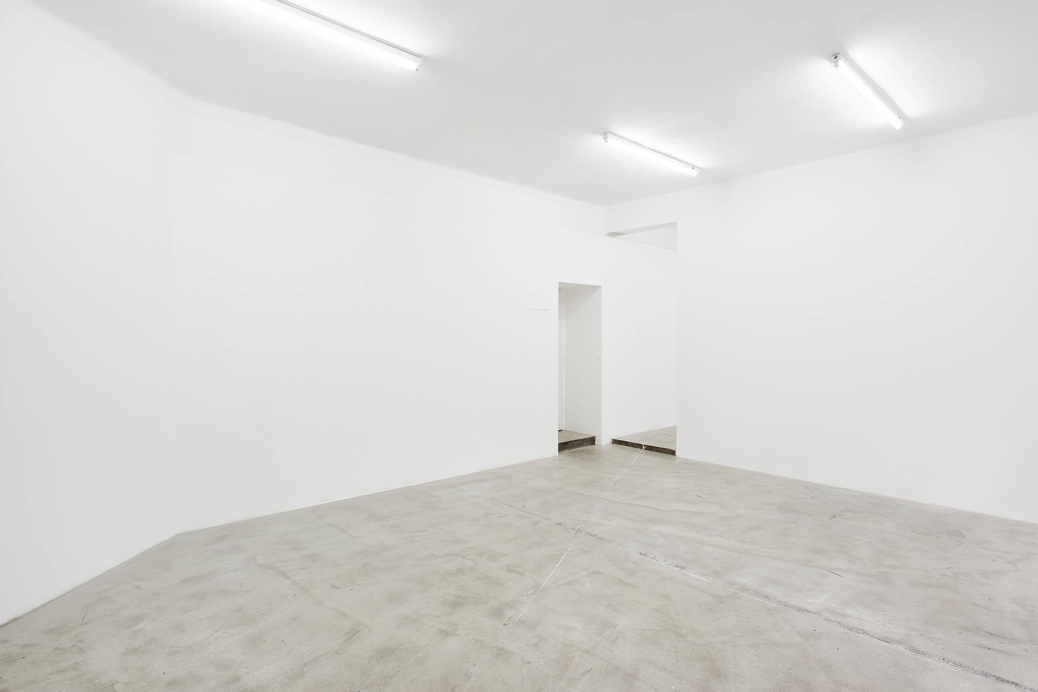 Prázdný galerijní prostor