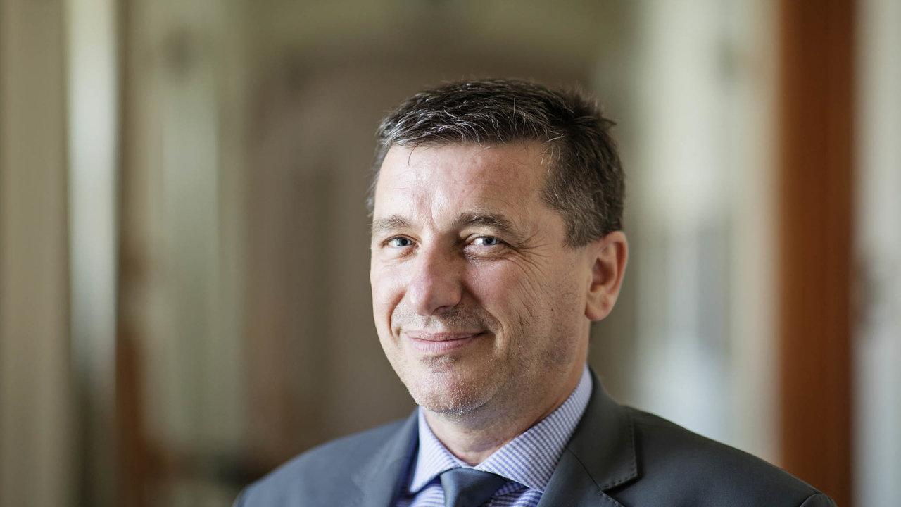 Naposlední chvíli dohry vstupuje nespokojený senátor ODS Tomáš Goláň. On aněkolik senátorů zalidovce anezávislé mají šanci ještě daňové změny upravit.