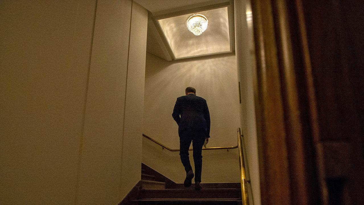 Odcházení. Miroslav Kalousek se v úterý vzdal pozice šéfa poslanců TOP 09 imandátu vesněmovně. Alespoň nanějaký čas chce teď zamířit dosoukromého sektoru.