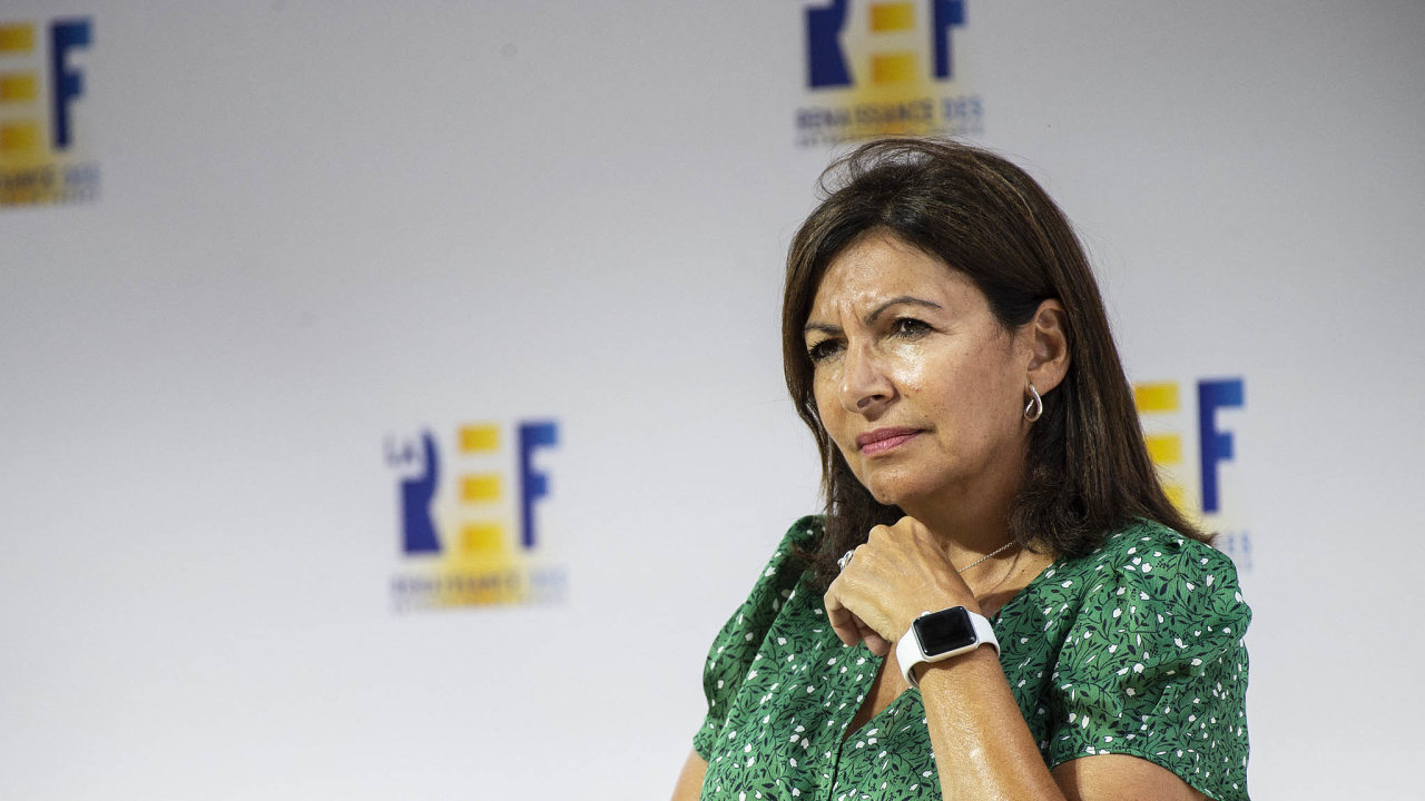 Rodačka zAndalusie. Hidalgová se narodila veŠpanělsku. Společně srodiči přišla doFrancie jako imigrantka.