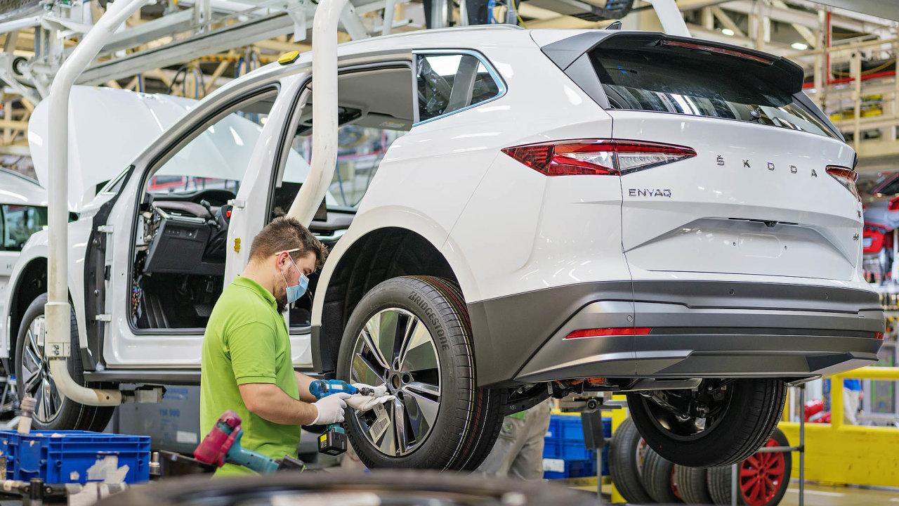 Při výrobě ve Škodě Auto se nyní při rozdělování nedostatkových čipů upřednostňuje Enyaq.