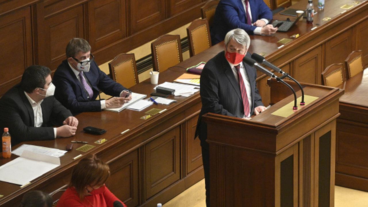 Poslanci KSČM rozhodli vládu podpořit. Prošel jak návrh nazrychlený režim, tak inový rozpočet. Dopředu to avizoval předseda strany Vojtěch Filip.