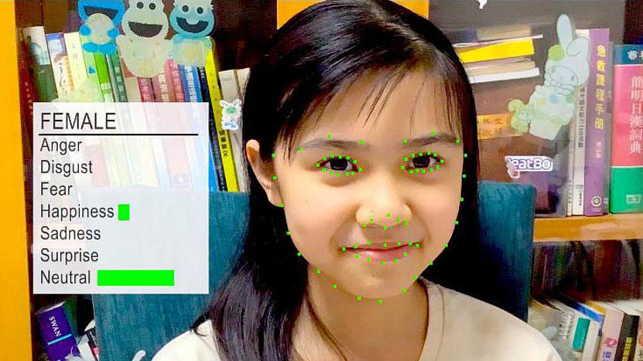Aplikace přes kameru děti při online výuce sleduje, všímá si pohybů jejich tváře aznich pak umělá inteligence analyzuje jejich emoce jako štěstí, smutek, naštvanost, překvapení či strach.