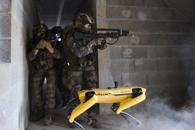 Francouzská armáda testuje robota od Boston Dynamics k průzkumu bojiště. Perfektní způsob využití, tvrdí firma