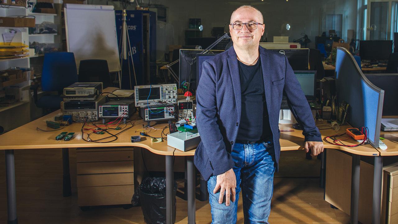 """""""Steve Jobs tvrdil, že celý jeho život je spojování teček, které tvoří dráhu. Ajá to mám podobně,"""" říká Jiří Hlavenka."""