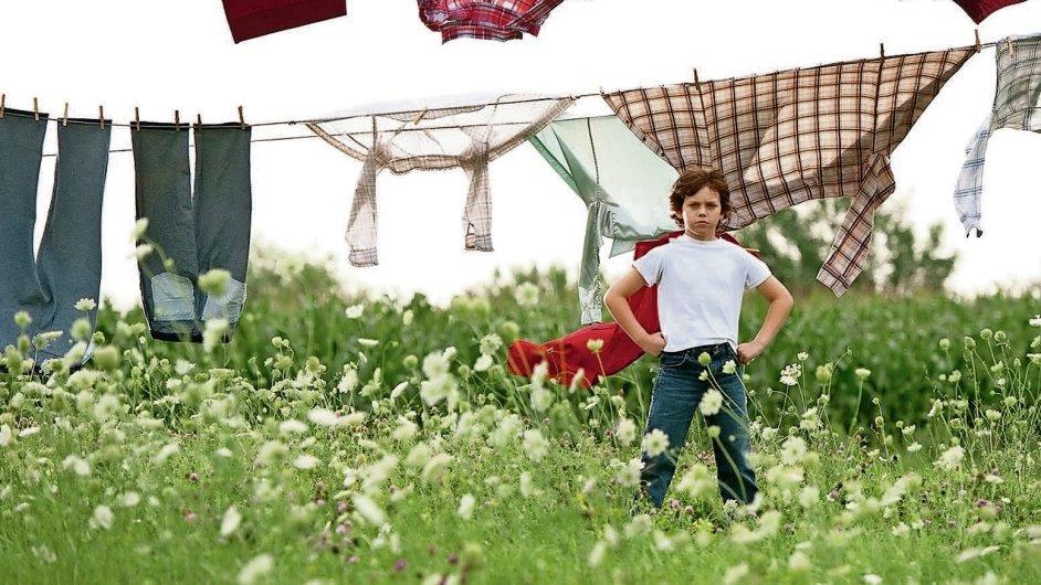 Cestu od farmářského synka k modročervenému titánovi naznačují v Muži z oceli retrospektivy
