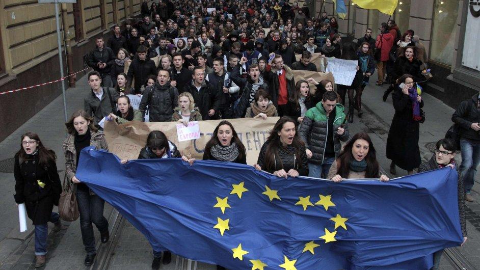 Demonstrace v Ukrajině kvůli pozastavení evropské integrace