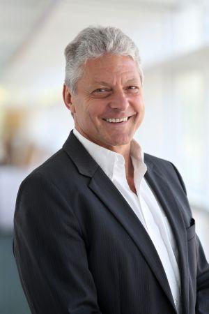 Karl Heinz Warum, regionální viceprezident prodeje pro Německo, severní a východní Evropu, Střední Východ a Afriku.