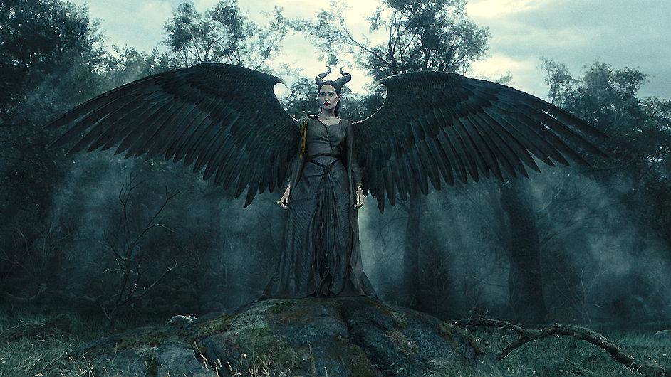 Mezi tituly, které nelze na Amazonu objednat, patří i snímek Zloba - Královna černé magie.