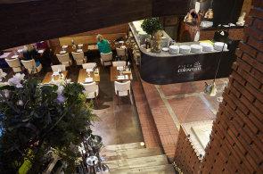 Síť restaurací Pizza Coloseum překvapuje půlkilovým steakem i burgerem