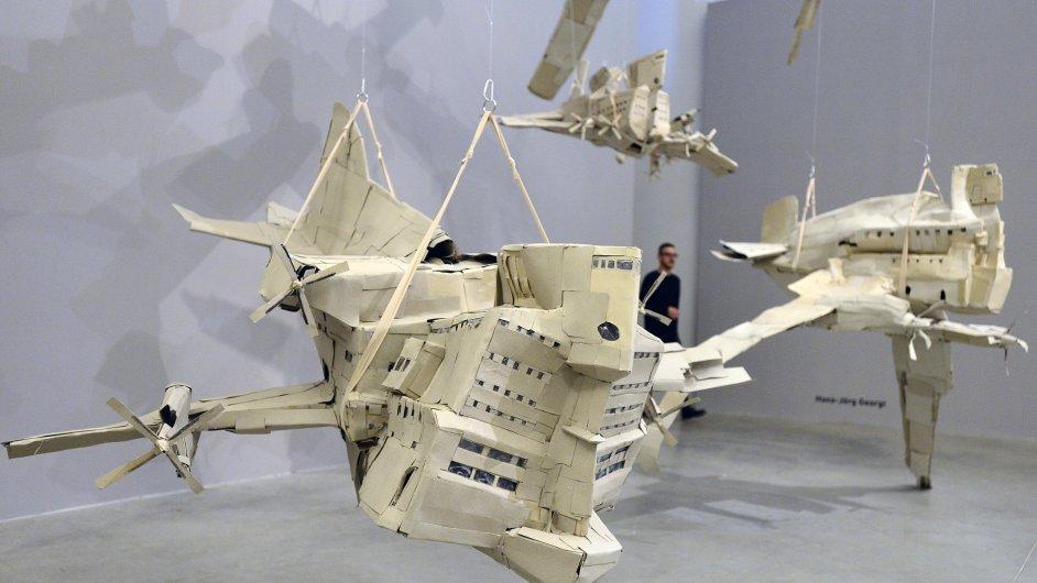 Snímky z výstavy art brut v DOXu