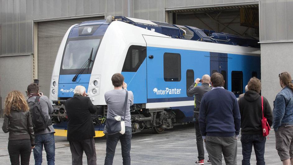 Novinka: České dráhy minulý týden v Ostravě ukázaly, jak bude vypadat nový vlak InterPanter od Škody Transportation, který nahradí část tzv. koženkových rychlíků.