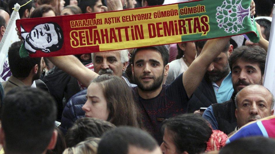 Turecký premiér bude jednat s opozicí o možné koalici.