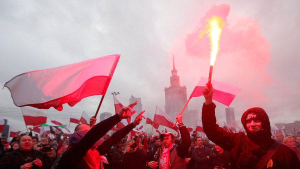 Polsko Polákům:Extremisté svolali na Den nezávislosti do Varšavy demonstraci, kde nastupující vládu varovali před důsledky uprchlické krize.