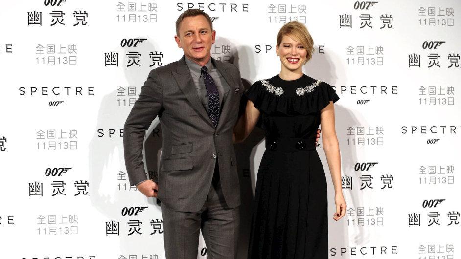 Úspěchu snímku Spectre v Číně pomohlo, že před premiérou dozemě přijeli herci Daniel Craig aLéa Seydouxová.