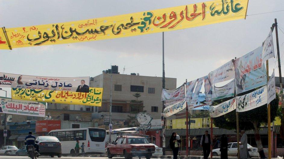 Volební plakáty ve města Ariš