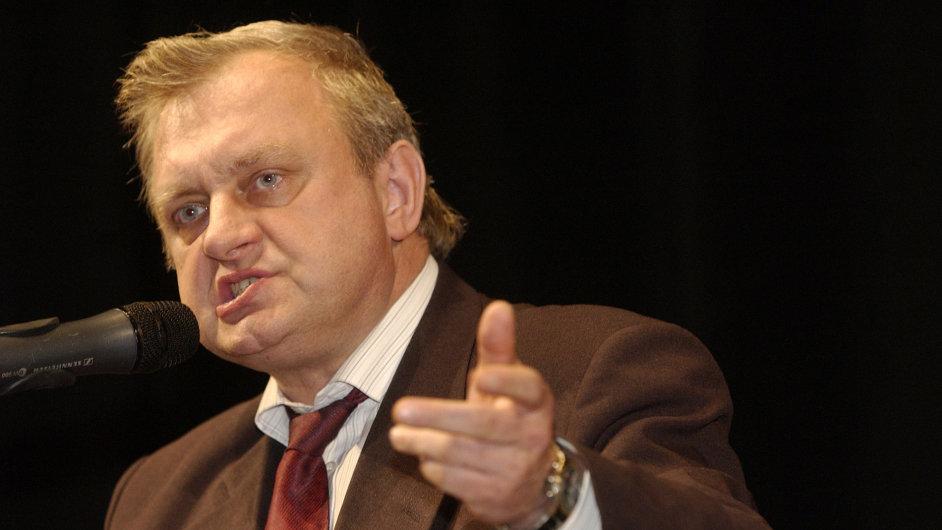 Europoslanec Ransdorf musí uhradit dluh