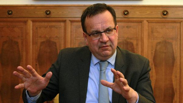 Ministr pr�myslu a obchodu Jan Ml�dek.