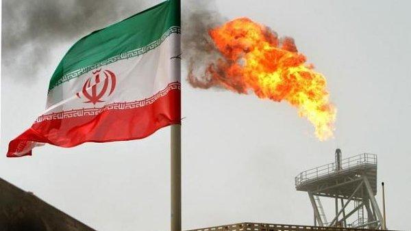 Írán chce platby za ropu v eurech.