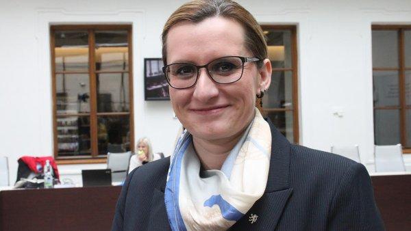 Prosadila nový. Ministryně pro místní rozvoj Karla Šlechtová (ANO) přišla s novým zákonem o veřejných zakázkách, který již ladí s evropskou směrnicí.