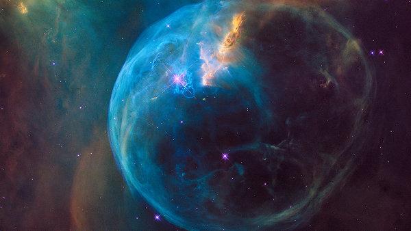 Emisní mlhovina zvaná Bublina, též nazývaná NGC 7635.