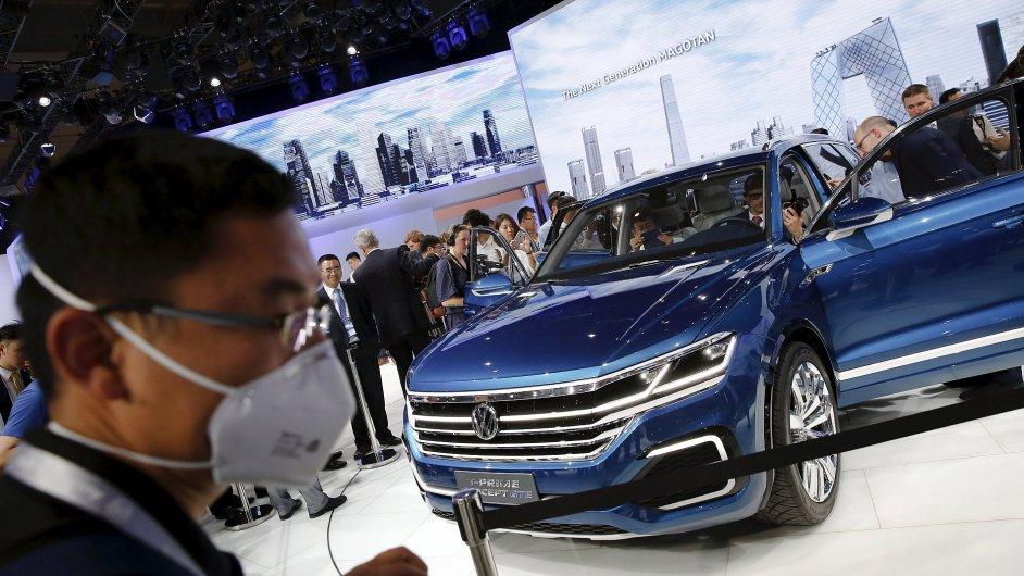 Koncept Volkswagen T-Prime GTE hybrid SUV na autosalonu v Pekingu 2016