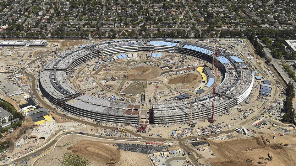 Apple Campus 2 by měl být dokončen příští rok.