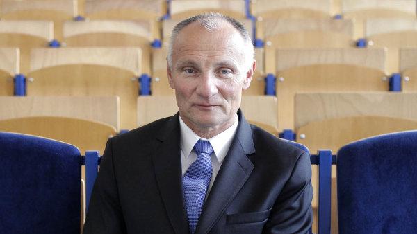 Bývalý vojenský pilot Juraj Tinka vstoupil do vzdělávacího byznysu teprve loni.
