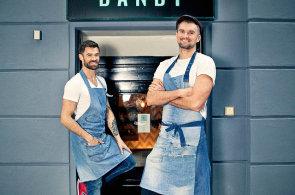 �vih�k v d�nsk�m stylu: V baru Dandy klasick� koktejlov� menu chyb�, stav� na promy�len�ch origin�lech