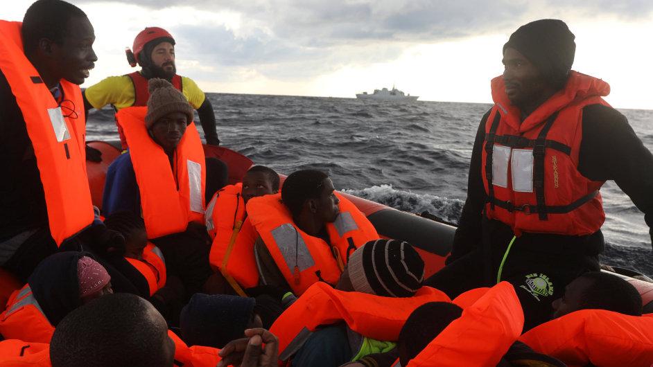 Do Itálie připlulo dvakrát více nezletilých migrantů bez rodičů.