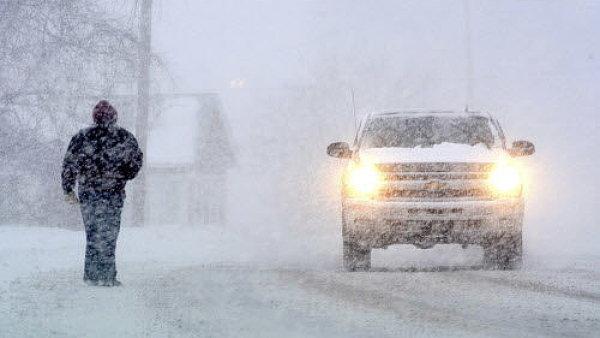 Východ USA zasáhla sněhová bouře Stella. Plnou silou udeří New York a další pobřežní metropole.