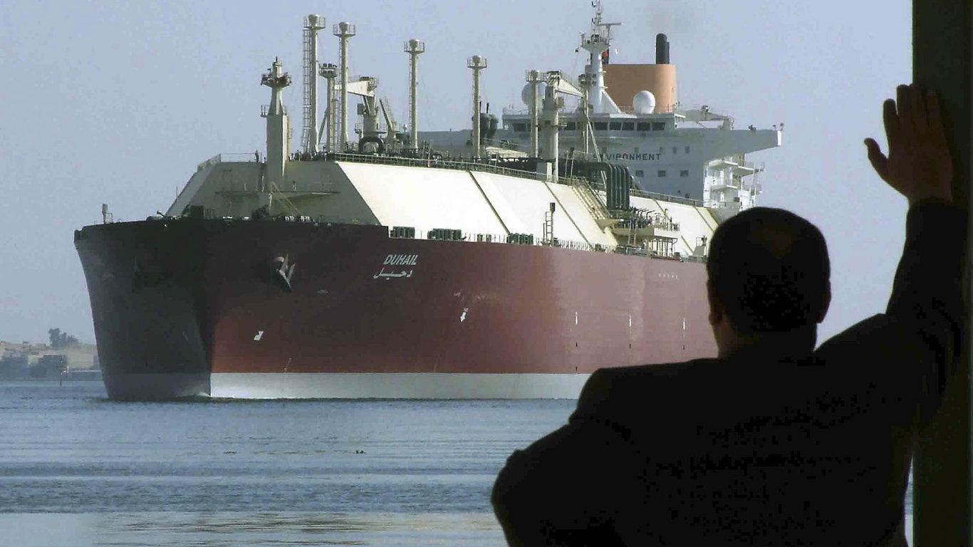 Katar je největším světovým vývozcem zkapalněného zemního plynu. Na snímku obří tanker Duhail.