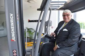 Lidé jen na začátku a na konci, mezi tím budou automaty, říká šéf jednoho z největších výrobců vozíků