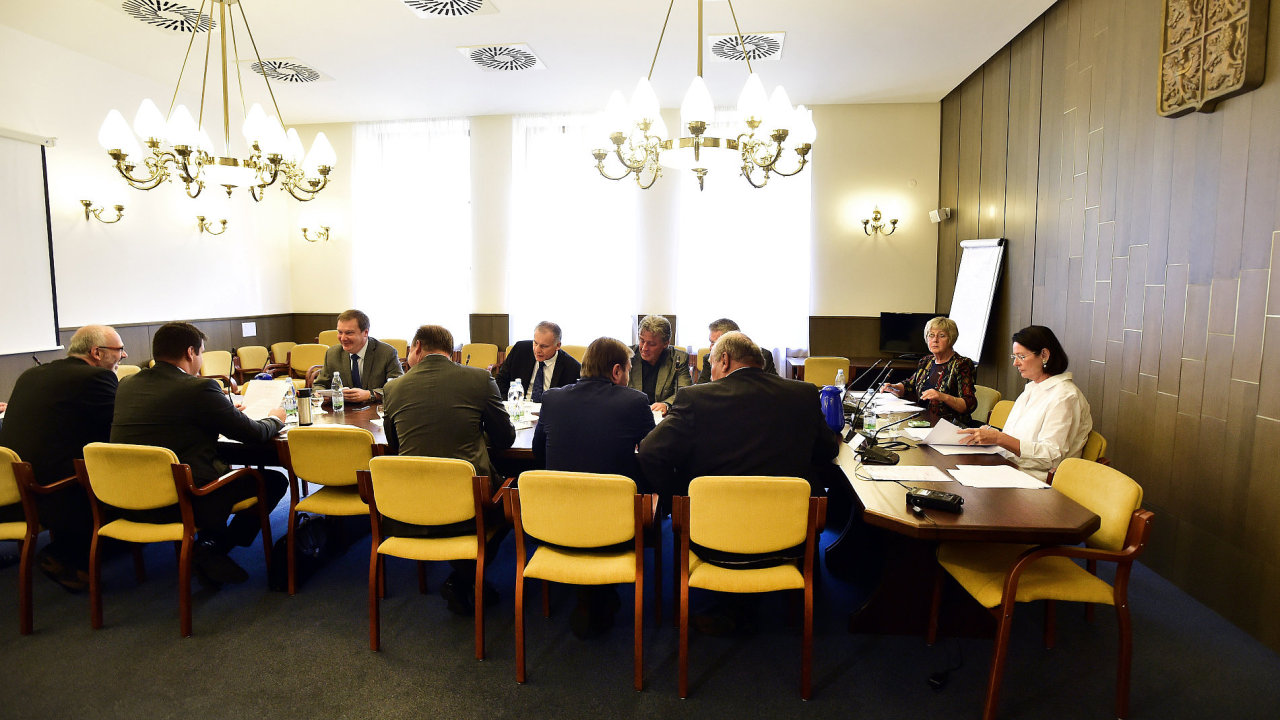 ČR, Sněmovna, Policie, Babiš, vyšetřovací Komise (22.srpna), Němcová