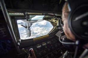 Nad Českem trénovali piloti gripenů tankování za letu. Na obloze létal strategický bombardér B-1B a tanker KC-135