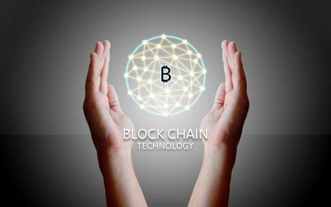 V roce 2018 promění podnikání robotika, umělá inteligence nebo technologie blockchain