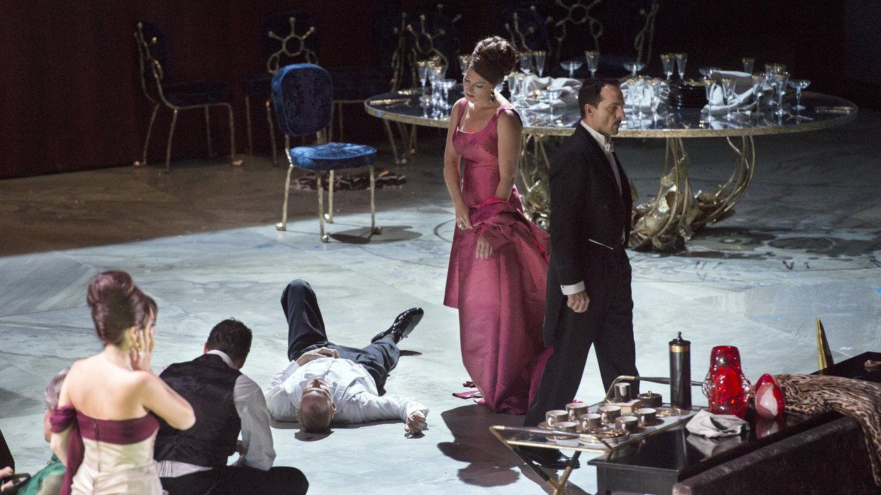 Snímek z newyorské inscenace opery Anděl zkázky, kterou v sobotu večer uvedou česká kina.