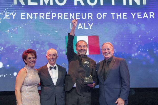 Šéf společnosti Moncler Remo Ruffini na vyhlášení světového Podnikatele roku v Monte Carlu, kde byl jako jeden z 56 finalistů.