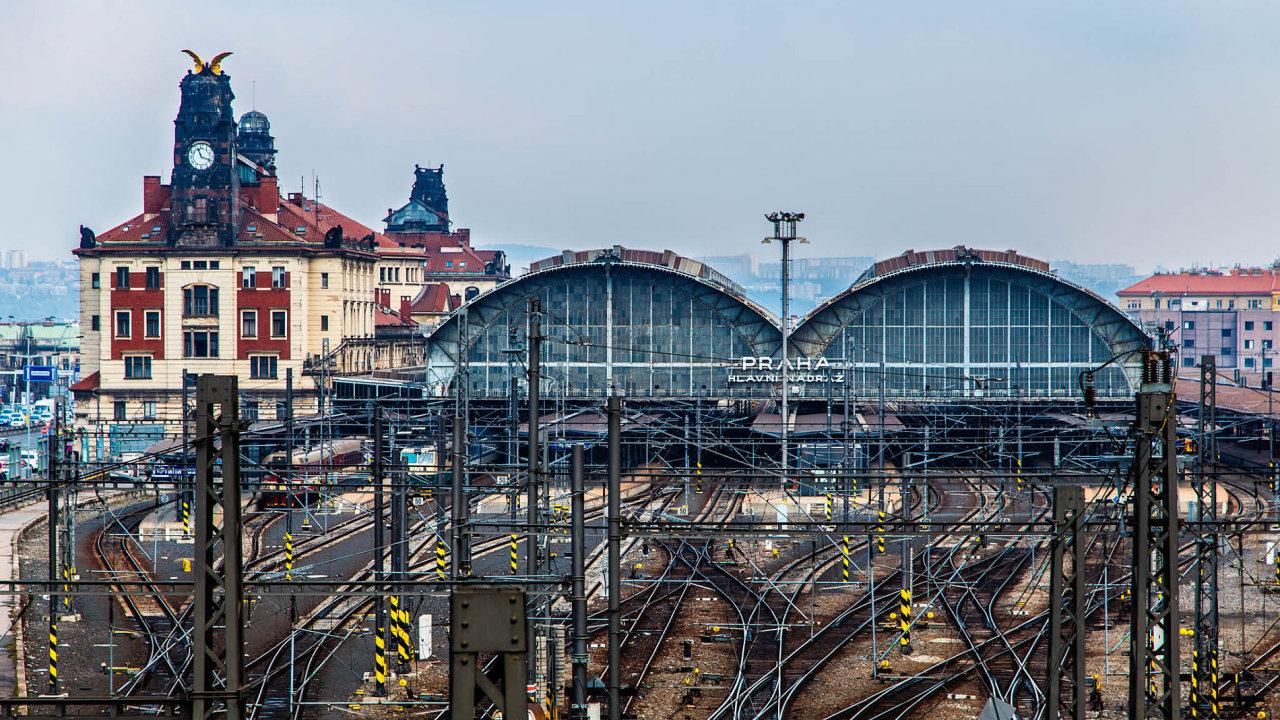 VPraze se do železnice bude muset investovat nejméně 80 miliard korun. Hlavní nádraží nestíhá.