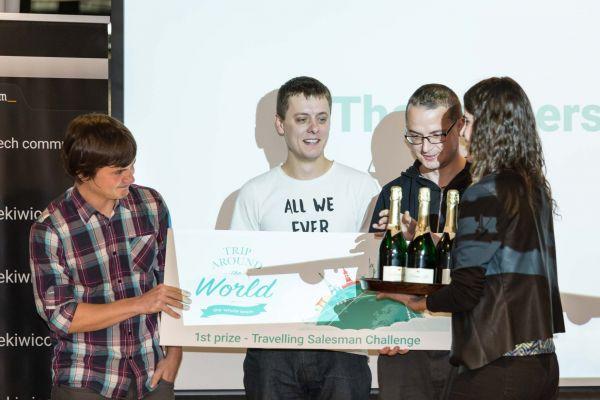 Studenti informatiky z Fakulty elektrotechnické ČVUT vyhráli 1. místo v prestižní soutěži Kiwi.com